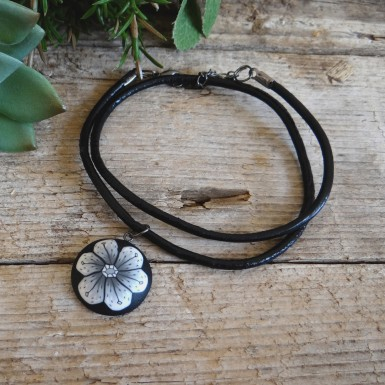 Black and White Flower Choker Necklace for Women
