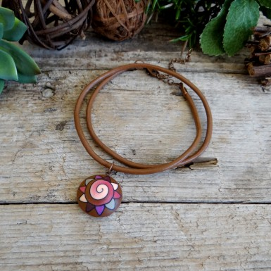 Short Summer Choker Necklace With an Abstract Pendant