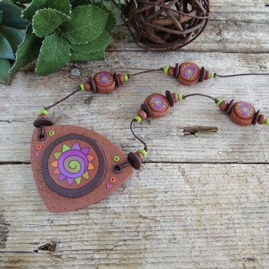 Long Brown Cunky Necklace with a Colorful Abstract Pattern