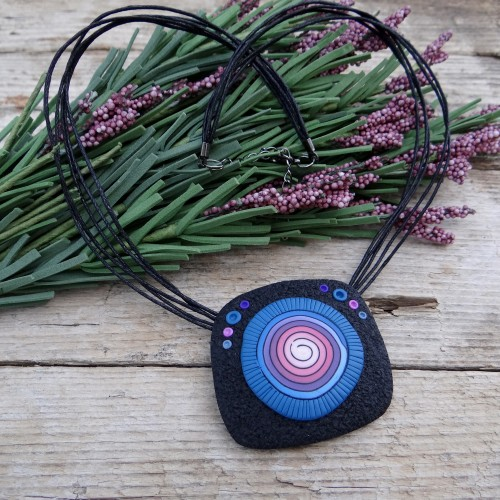 Short Statement Pendant Necklace with a Spiral Pattern