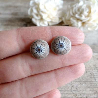 Minimalist Earrings - Beige Flower Stud Earrings