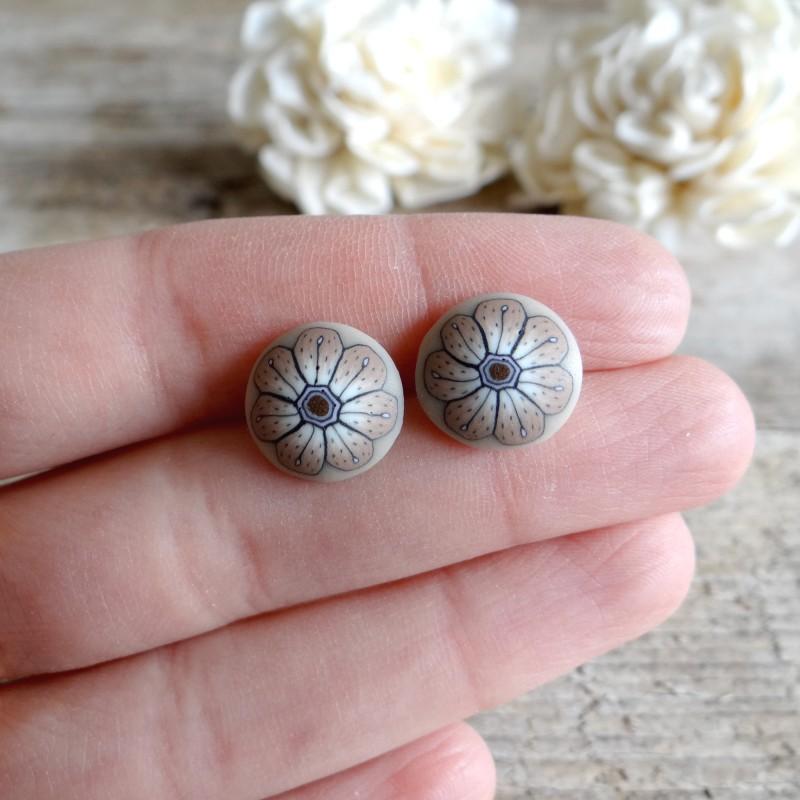 Pikart Minimalist Earrings Beige Flower Stud Earrings